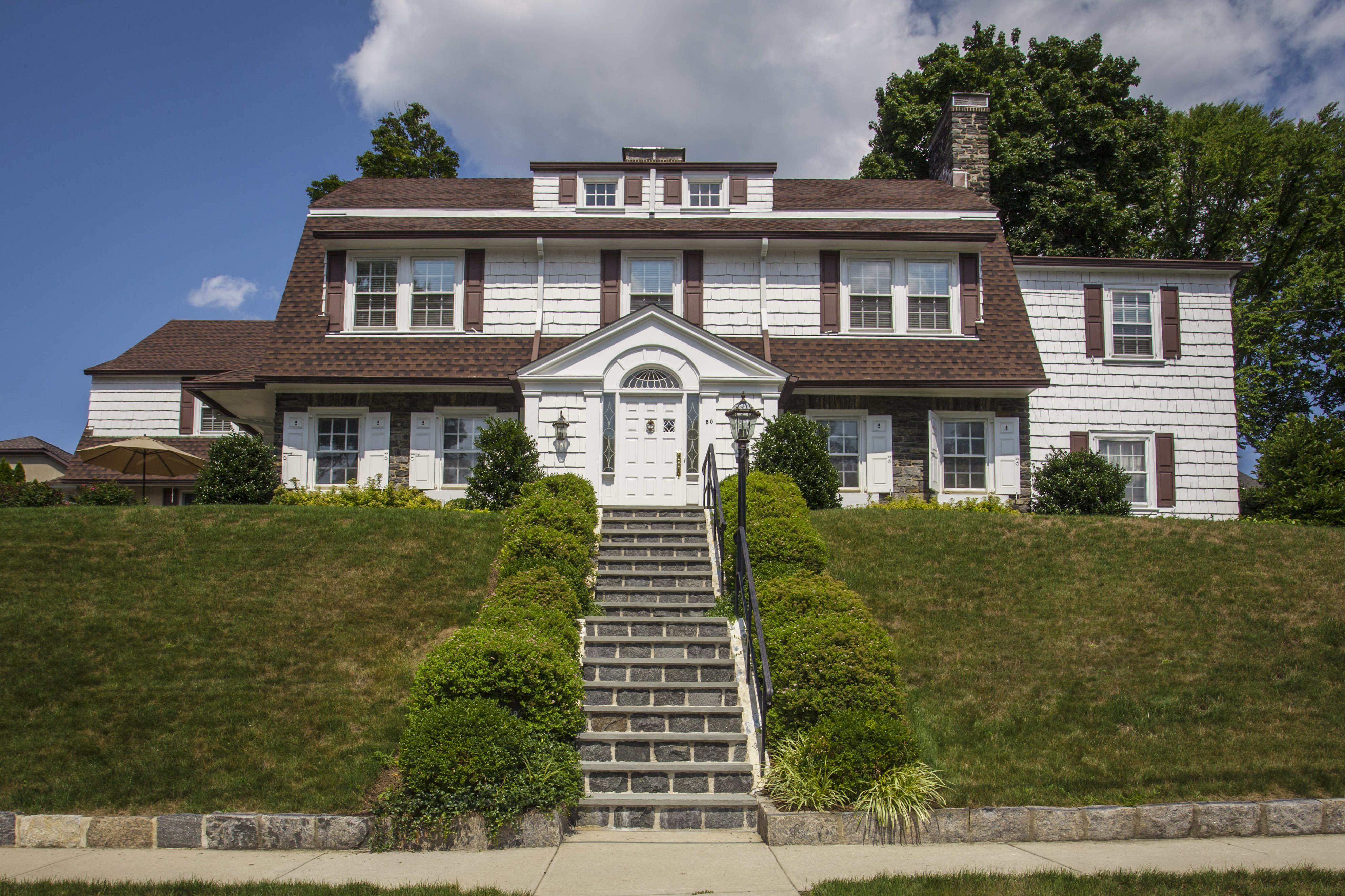 bronxville singles Get details of 6 west plateau circle your dream home in bronxville, 10708 and view its photos, videos, amenities and local information.